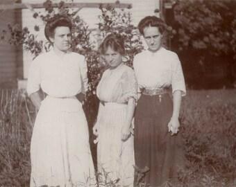 vintage photo Women in Yard 1915