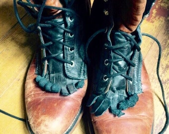 Vintage womens black and brown leather Roper style boots. Size 7.5/8