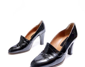Size 7 37 // Vintage 1970's Made in Italy  Black Patent Leather Pumps// Black Shoes// 115