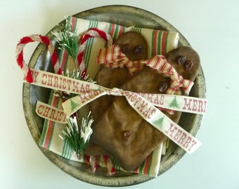 Vintage Mrs. Smiths tin pie plate Christmas decoration with gingerbread