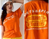 FLASH SALE / 20% off Vintage 70s Between the Buns T Shirt