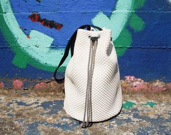 Vegan bucket bag, woman bag, white faux leather bag, pattern lining, zipped pocket, shoulder bag, handmade, gift for her