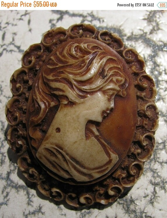Sale Vintage Jewelry Cameo Pin, Victorian Woman lovely English Woman beautiful Lady of the Manor relic of Britannia style design fashion Cou