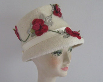 lampshade hat .felt hat with roses . cream felt hat . Monte Carlo hat .
