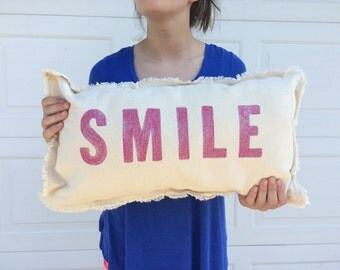 Glittering pink SMILE pillow