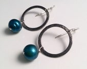 Hypnotic blue pearl circle earrings