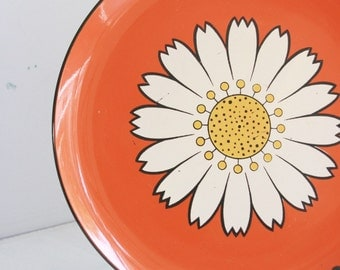 Vintage orange lacquered tray round with a daisy made in Japan mid century