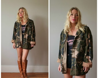1990s Vintage Distressed Camo Jacket >>> Size Medium to Extra Large