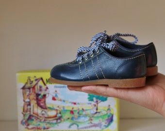 Deadstock, 1950s Navy Leather Shoes >>> Toddler Size 6 or 7