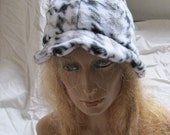 Sale - Houndstooth Scalloped Edge Fleece Cloche Hat (5454)