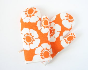 Retro oven gloves
