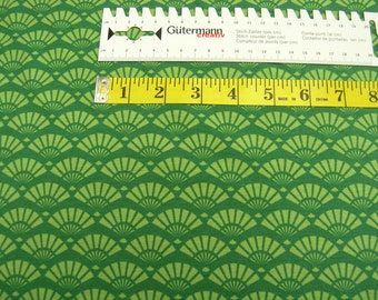 Jersey • shellfish • on green • cotton jersey knit fabric 0.54yd (0,5m) 002587