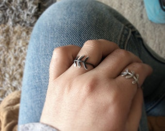 Oxidized leaf ring-Sterling silver leaf ring-Black nature ring-Botanical leaf ring-Nature inspired jewelry-Gift for her-Spring jewelry