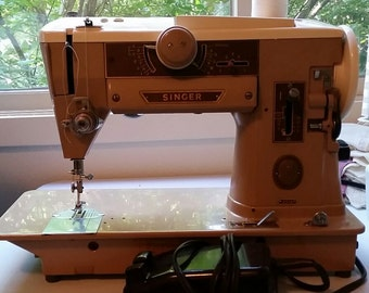 Vintage Singer 401A sewing machine and accessories