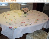WINTER CLEARANCE Vintage Tablecloth Bright Daisy Garden Patches