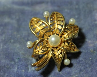 Vintage Brooch Gold tone Flower with Imitation Pearls