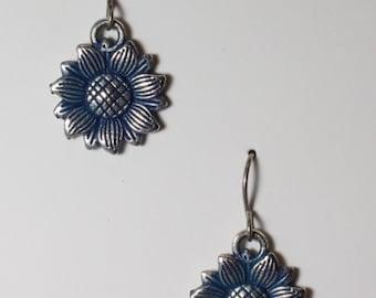 Blue enamel inlayed on sunflower