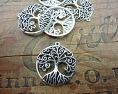 Pendant Antiqued Silver Pewter Tree of Life (1) P93