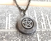 Pentacle Star Antique Silver Circle Locket Pendant with 18 inch Brass Ox Chain Necklace
