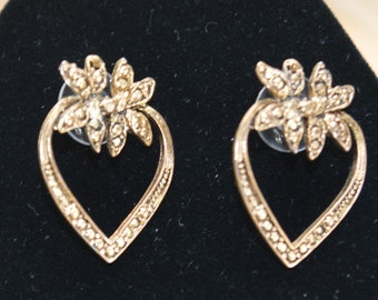 Pretty Vintage Victorian-style Faux Marcasite, Floral Heart Pierced Earrings, Gold tone (V9)