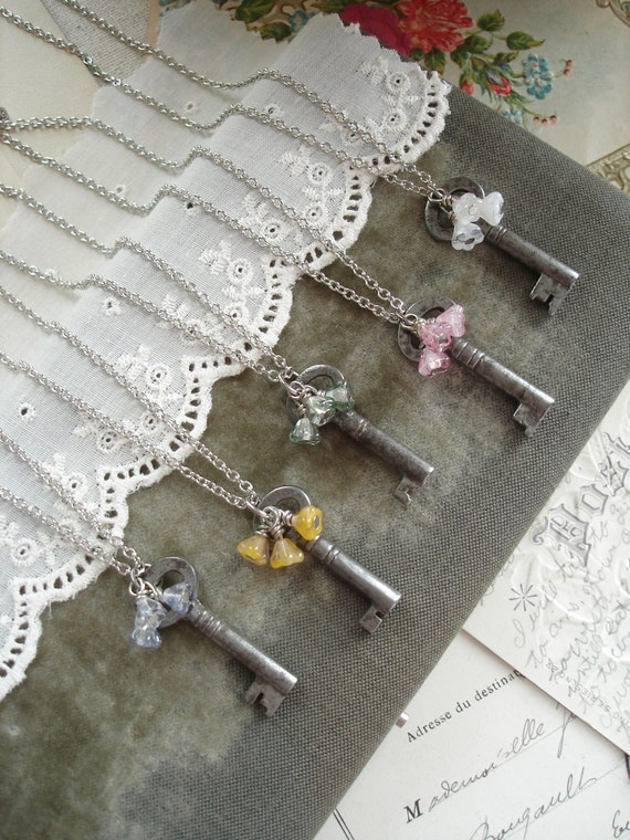 Bridesmaid Necklace. Gift Set of 5 Antique Key Necklaces. Rustic Wedding Jewelry. Vintage Skeleton Key Necklace & Flowers. PreciousPastimes.
