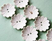 Vintage White Flower Plastic  Buttons