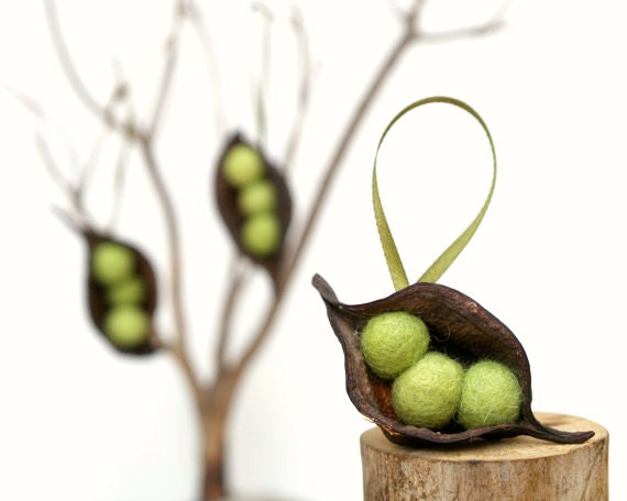 Natural Christmas Ornaments, Pea Decorations, Rustic All Natural Eco Friendly Garden Holiday Decor, Green 3