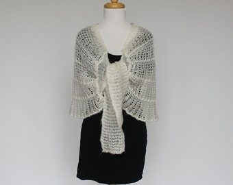 70s Knit Cape / Loose Knit Wrap / White Shawl / Fluffy Knit / Small to Medium