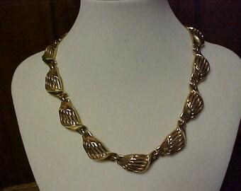 vintage (Trifari) gold tone link necklace