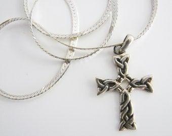 Vintage 925 Italian sterling silver Celtic knot cross necklace (S7)