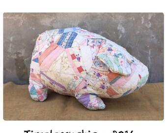 Pig - Throw Pillow - Pigs - Patchwork Quilt - Nursery Decor - Bed Pillow - Girls Room Decor - Farmhouse Decor - CHIC
