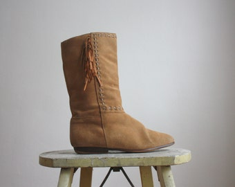 suede fringe boots / size 8