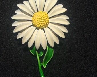 vintage daisy brooch painted enamel 1011