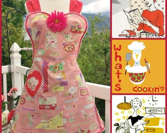 Handmade retro housewife and recipes full sweetheart apron with removable flower pin.