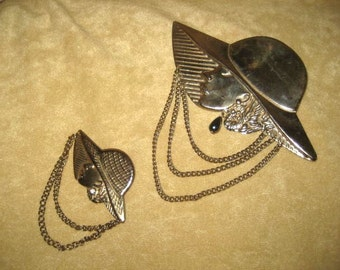 Brooch - Pin Set - Lady with Hat Gold Tone - Chains 80s Vintage