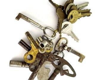 15 vintage keys Old odd keys Mixed keys Collection of keys Old skeleton keys Vintage clock keys Valve keys Skelton keys Bit keys Old lock #4