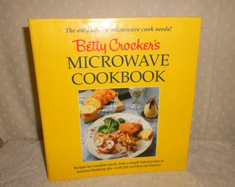 Betty Crocker Microwave Cook Book 5 Ring binder cook book