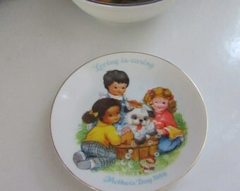 Loving is Caring – 1989 Mother's Day Plate – 3 Children Washing the Dog - Vintage Avon Collector Plate