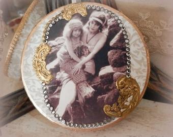 Mama Sirène. Assemblage Memory and Treasure Box