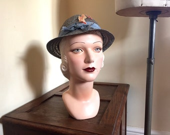 "Vintage 1930s hat Child's NRA labelled pale blue straw hat with lovely peach flower trim - Girl's hat - 20"" head"