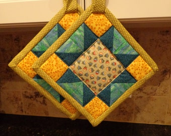 Country Flowers with Chartreuse Binding Stardancer Patchwork Quilted Potholders or Hotpads Set