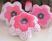 DARLING... Vintage Flower Garden Quilt Trio Of Pillows
