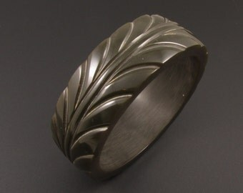 Carved Acrylic  Bangle, Faux Bakelite Bangle, Carved Plastic Bracelet, Green Bracelet, Large Bracelet, Chunky Bracelet