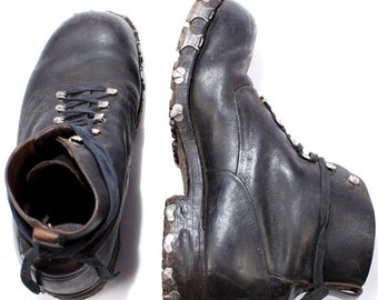 SALE . TRICOUNI Ice Climbing Boots . Military 1950s Vintage Mountain Leather Biker Motorcycle Outdoor Hiking Footwear . Eur 42 , US mens 8.5