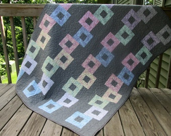 Chain Link Contemporary Lap Quilt