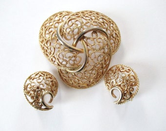 Gold Tone Brooch & Clip on Earrings Vintage Filigree