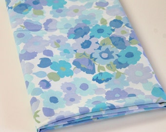 Vintage Sheet Fabric retro floral vintage reclaimed bed sheet bed linen fabric cottage chic pale pastel purple blue floral quilting fabric