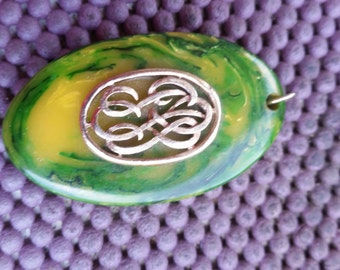 Vintage  bakelite pendant green and yellow gold plating