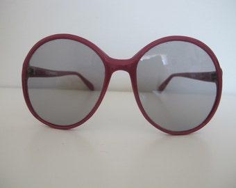 Vintage 1970s Corning Raspberry Round Mod Hipster Sunglasses