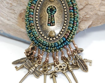 Keyhole Steampunk Iris Green Bead Embroidered Brooch